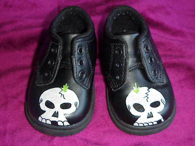 skulltoddlershoes.jpg